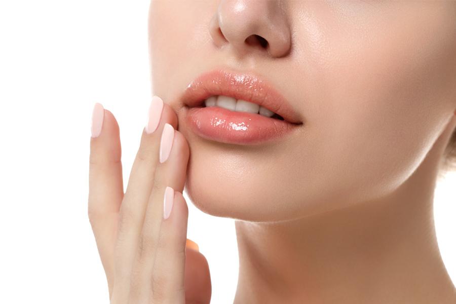 Cum se îngrijesc buzele uscate, crăpate?
